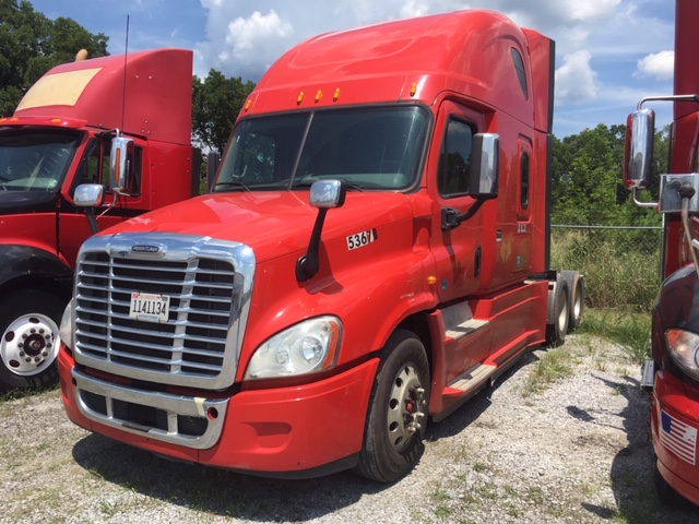 2015 Freightliner Cascadia  w/Sleeper STK #6827